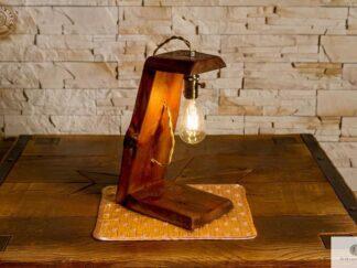 Lampka z drewna litego na biurko