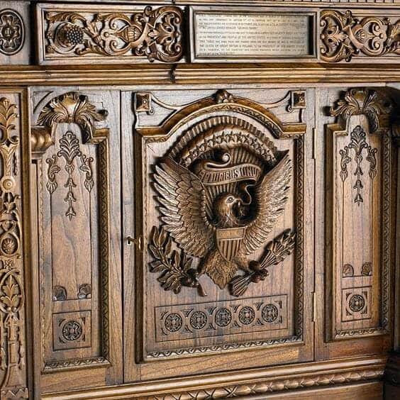 Meble z odzyskiwanego drewna w Twoim domu logo find us on https://www.facebook.com/RaWoodpl/