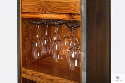 Hausbar mit Glashaltern ins Wohnzimmer