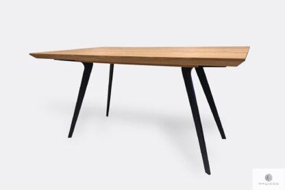 Tisch mit Eichentischplatte auf schwarzer Metallbeinen VITA