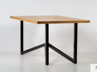 Tisch mit Eichentischplatte auf Metallbeinen ins Esszimmer INDRA