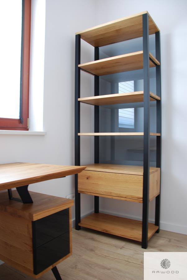 Holz Bücherregal aus Massivholz ins Wohnzimmer COLIN