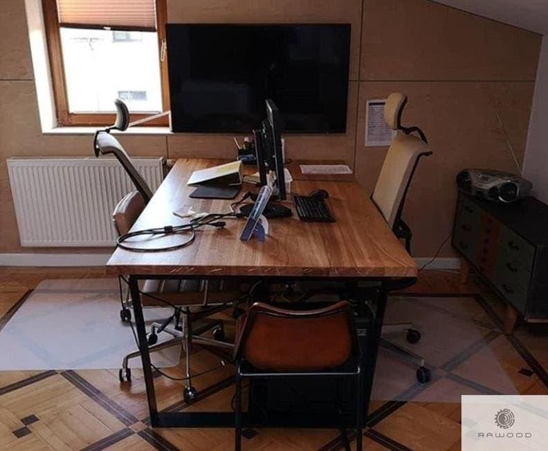 Eiche Schreibtisch auf schwarze Metallbeine ins Büro