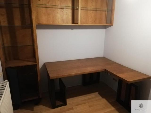 Schreibtisch Regale und Vitrine aus Massivholz ins Arbeitzimmer