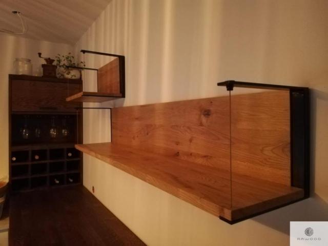 Eiche Regal aus Massivholz und Stahl ins Wohnzimmer
