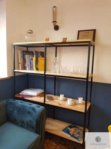 Große Bücherregale aus Massiveichenholz und schwarze Stahl ins Arbeitzimmer
