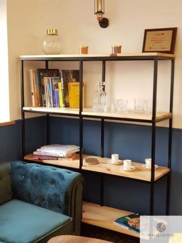 Bücherregal aus Massivholz und schwarzer Stahl ins Arbeitzimmer
