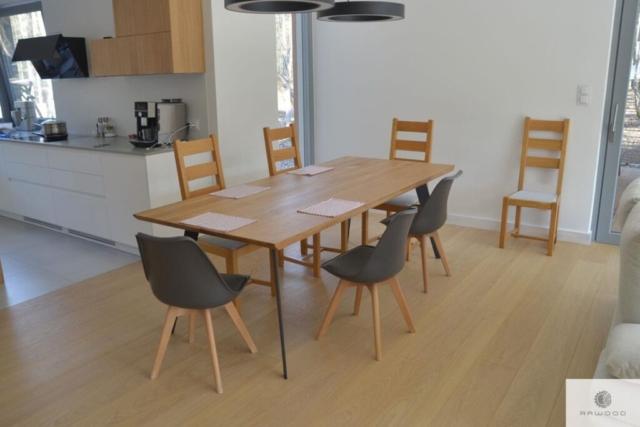 Tisch mit Eiche Tischplatte und Metallbeine ins Esszimmer VITA